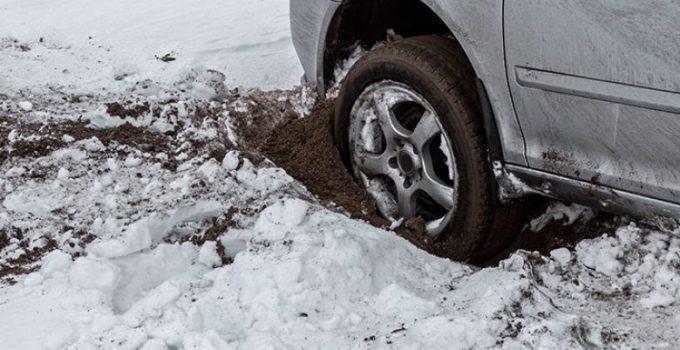 les-schwab-car-stuck-780x439